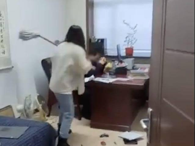 Woman beats up her boss with a mop stick for sending her sexual texts (Video)