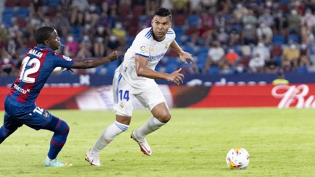 """Real Madrid Confirms Contract extension of """"Casemiro"""" until 2025"""