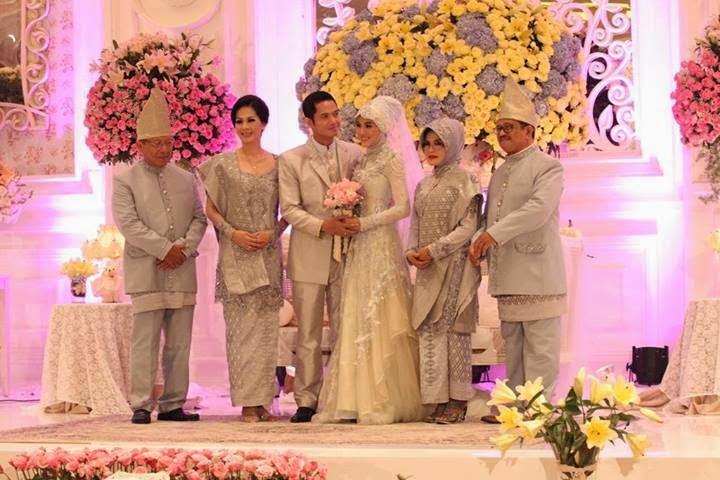 gaun pernikahan muslim