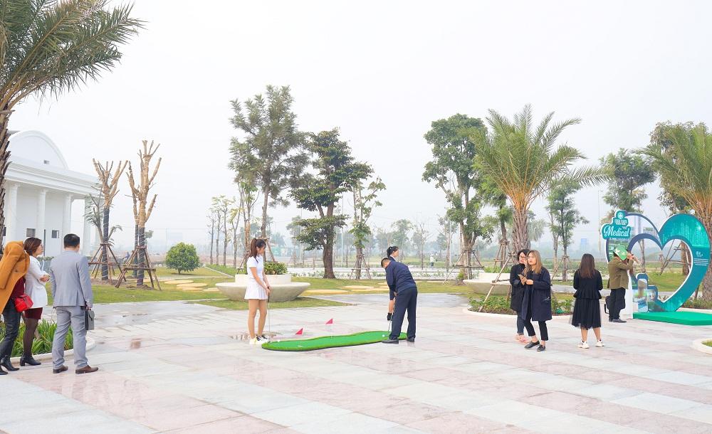 Khách hàng trải nghiệm công viên chủ đề tại Him Lam Green Park