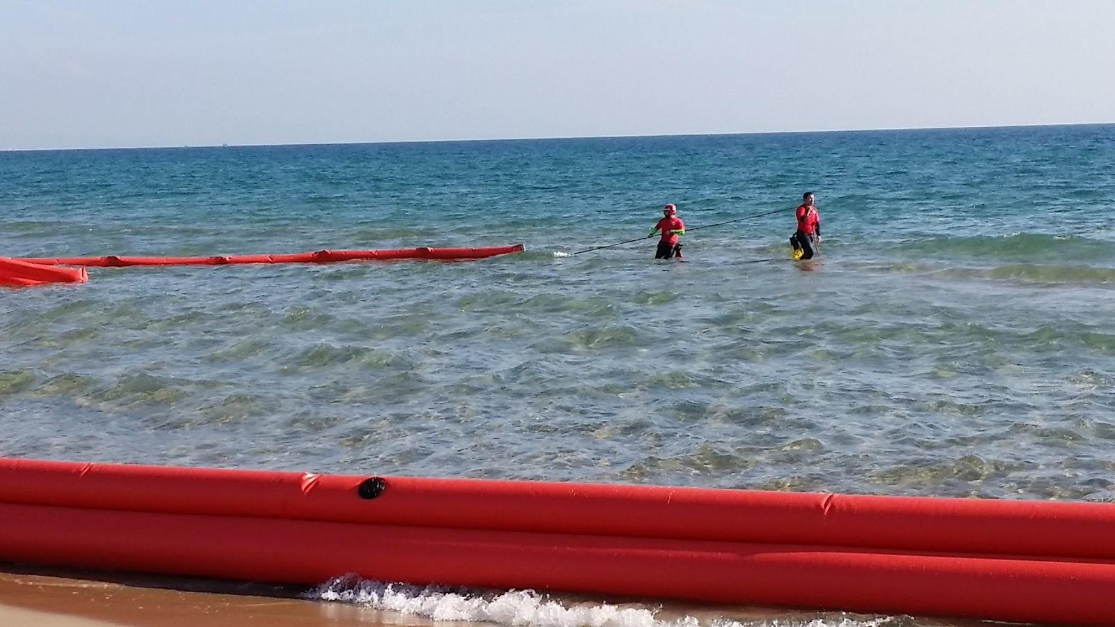Barrera marina para contención de hodrocarburos