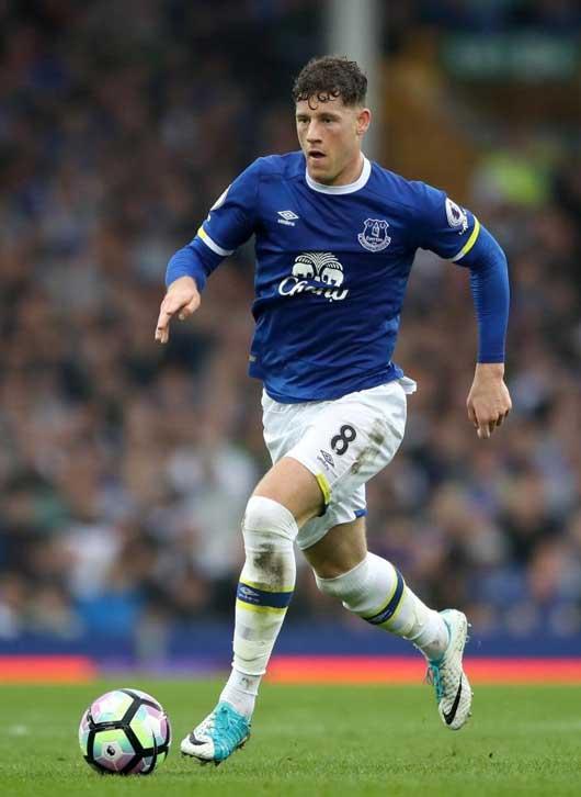 Chelsea ra giá ngôi sao Everton