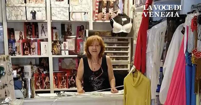 Annalisa, titolare della Merceria Tre Ponti a Venezia