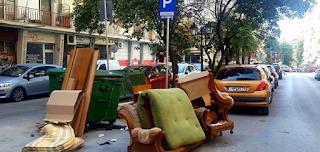 Θεσσαλονίκη: Πέταξαν στα σκουπίδια όλα τα έπιπλα του σπιτιού
