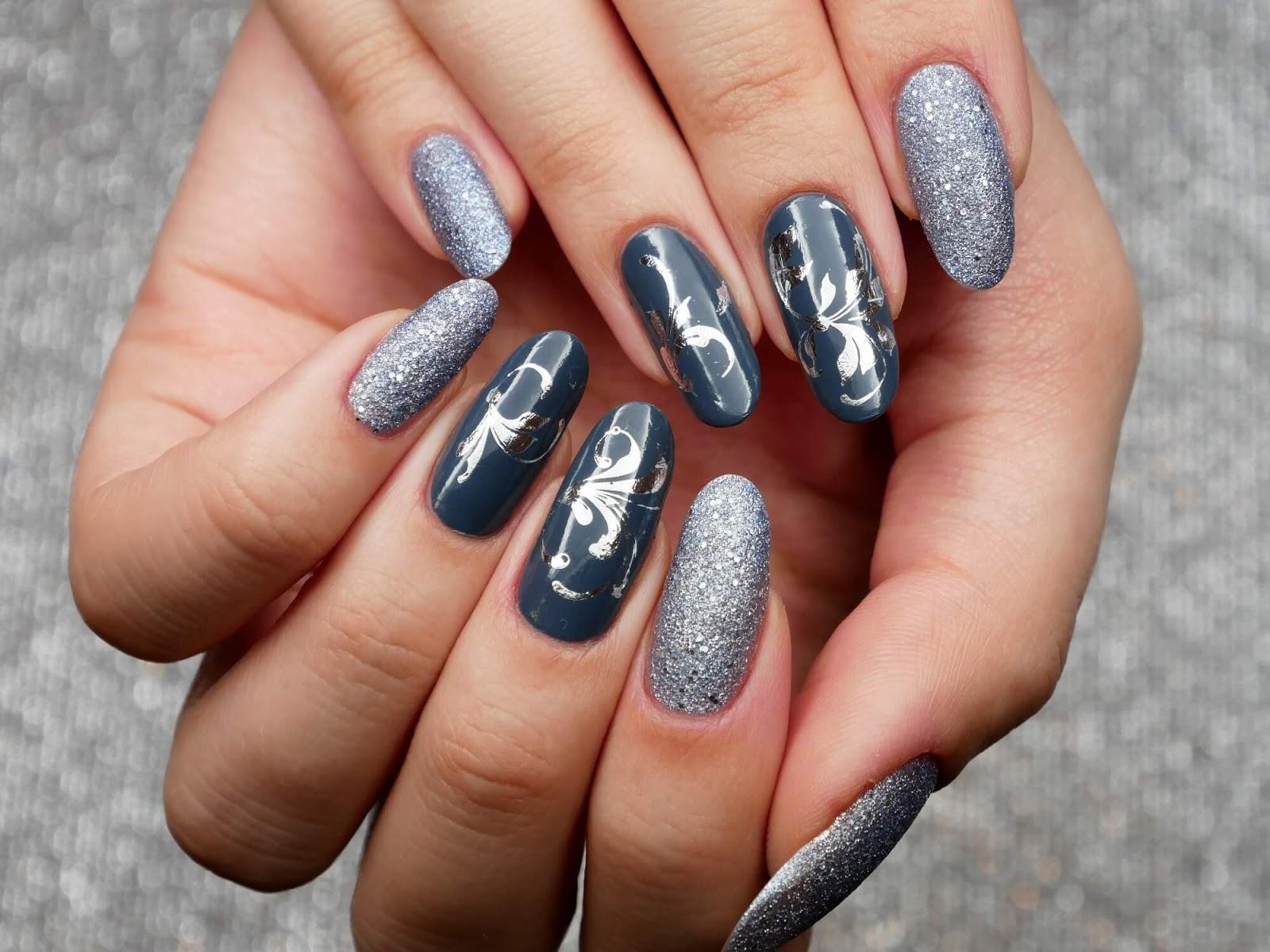 pomysł na szare paznokcie