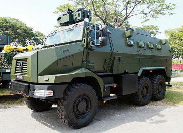 world defence news singapore unveils renault trucks defense higuard mrap armoured vehicles. Black Bedroom Furniture Sets. Home Design Ideas