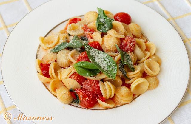 Орекьетте с печеными томатами и базиликом