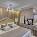 Quarto, banheiro e closet abertos com decor bege, branco, dourado e estilo contemporâneo!