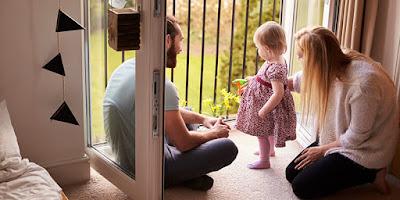 كيف تجيب على أسئلة أطفالك بعناية؟