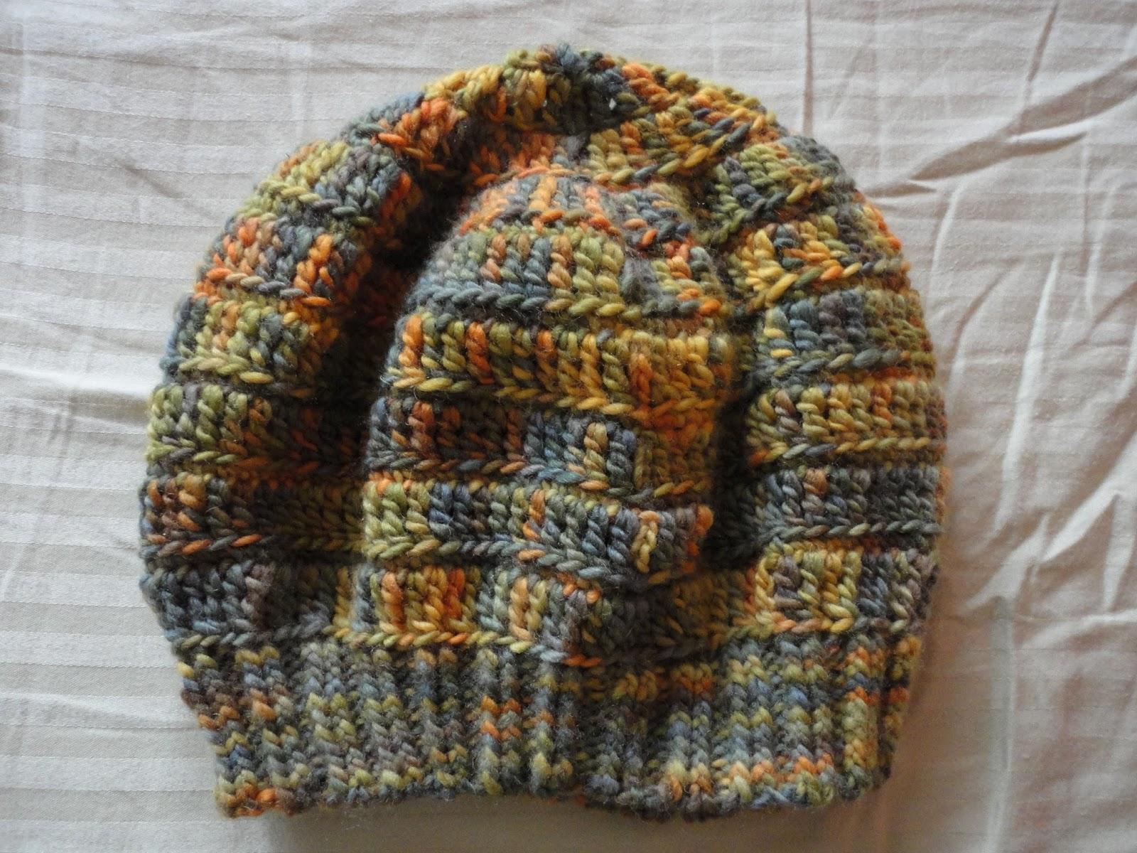 Usei fio Bariloche da Aslan Agulha de crochê 4. Agulha de tricô circular 4. bd0ac616a71