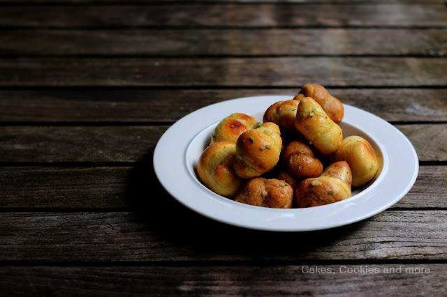 Nodinis all' aglio - Pizzabrötchen mit Knoblauch