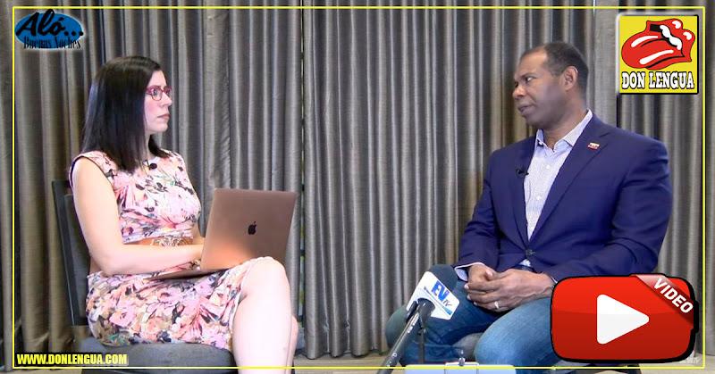 Carla Angola entrevistando a Chritopher Figuera en Aló Buenas Noches