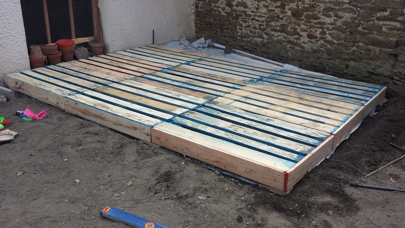 tutoriel pour faire une terrasse design en palettes facilement id es et tuto de cr ations d. Black Bedroom Furniture Sets. Home Design Ideas