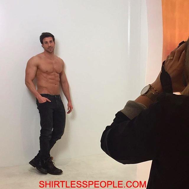 shirtless people german actor leonard freier shirtless instagram moments 10 pics. Black Bedroom Furniture Sets. Home Design Ideas
