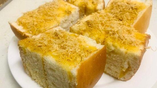 Bánh mì bơ ruốc