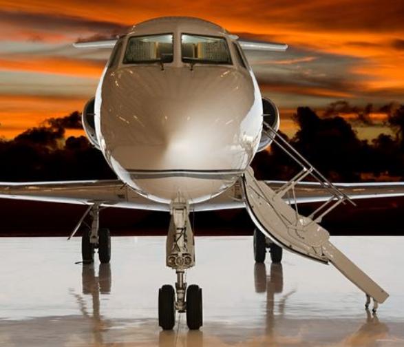 في الأعالي: أسرار مضيفة في الطيران الخاص