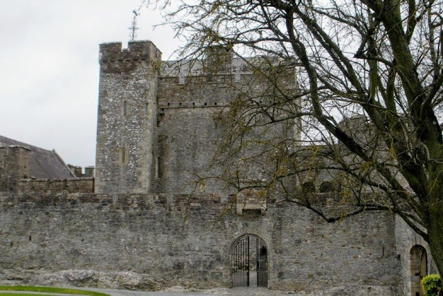 Dublin to Tipperary Ireland Road Trip: Cahir Castle