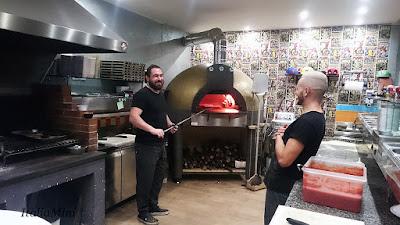 Staff w pizzerii