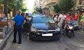 Σοκ στο κέντρο του Αγρινίου – Τραυματίας οδηγός από πτώση σοβάδων (φωτο)