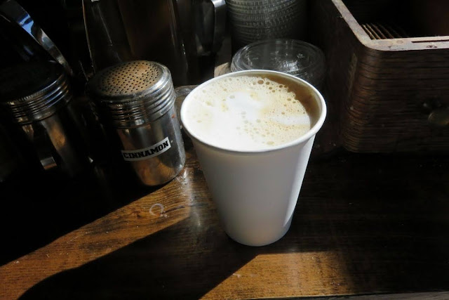 High Line Coffee: Latte at Woodstock General in Manhattan