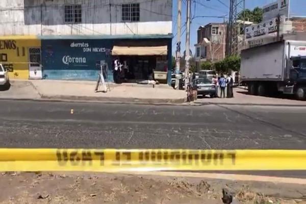 Acribillan  a tres hombres afuera de la tienda de 'Don Nieves' en Salvatierra,  Gto.