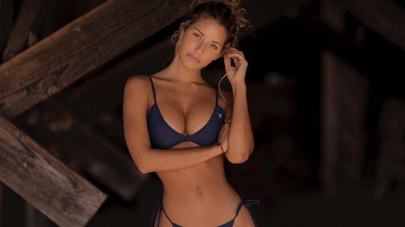 Sierra Skye Hot Babe HD Wallpaper