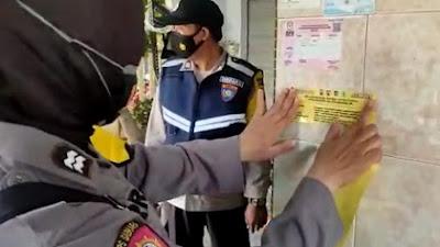 Polresta Banyuwangi dan 25 Polsek Jajaran Melaksanakan Pemasangan Stiker Contact Person Tracer Covid 19