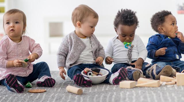 Como estimular bebês nas diversas fases do Período Sensório-motor
