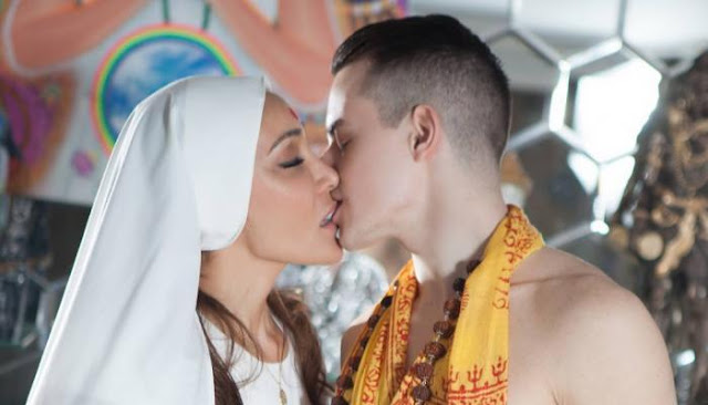 Sofia Hayat Om Shanti Om Chant Song In Her Lovemaking Video