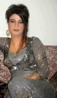 أنا من مدينة الدار البيضاء عازبة و أريد التعارف على رجل مصري أو خليجي يكون جاد و محترم