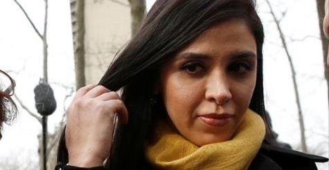 """LA EXTRAÑABA ,TENSIÓN Y AMOR EN LA CORTE : SUS OJOS SE CLAVARON EN ELLA DESDE QUE IBA ENTRANDO: La sonrisa de """"El Chapo"""" a Emma Coronel en NY"""