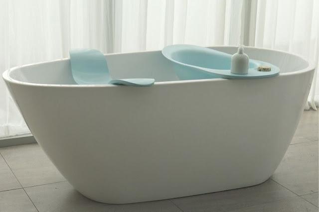 Комплект состоит из маленькой ванночки для купания вашего питомца и специального сиденья для человека.