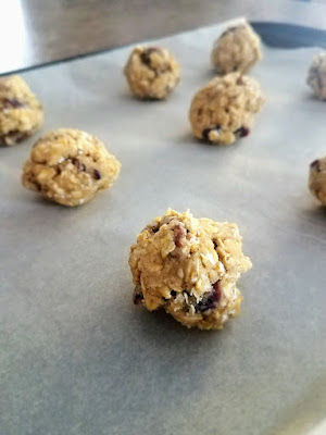 Cranberry Pecan Oatmeal Cookies These cookies are a nice holiday spin on the traditional oatmeal raisin. I love the cranberries, cinnamon and added crunch of the pecans in this cookie. www.ashleyspaige.com