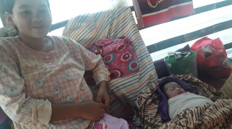 Bayi Lahir di Huntara 1 Cigobang, PUB Donasikan Bantuan