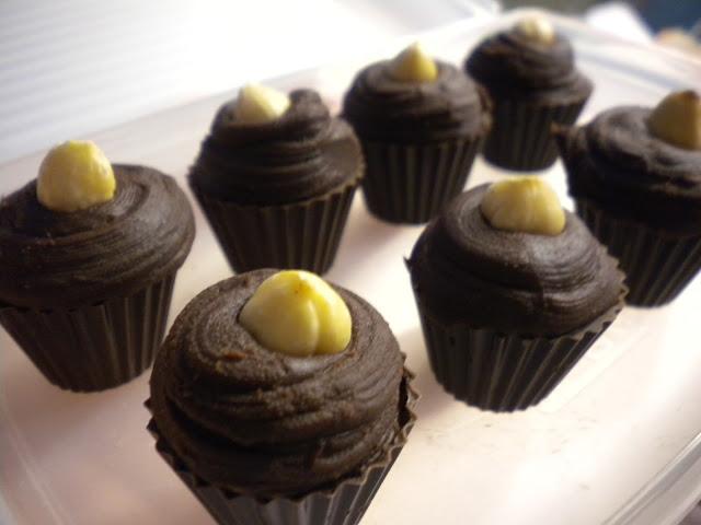 etat de choc praline au chocolat noir ganache vanill e et noisette du pi mont. Black Bedroom Furniture Sets. Home Design Ideas