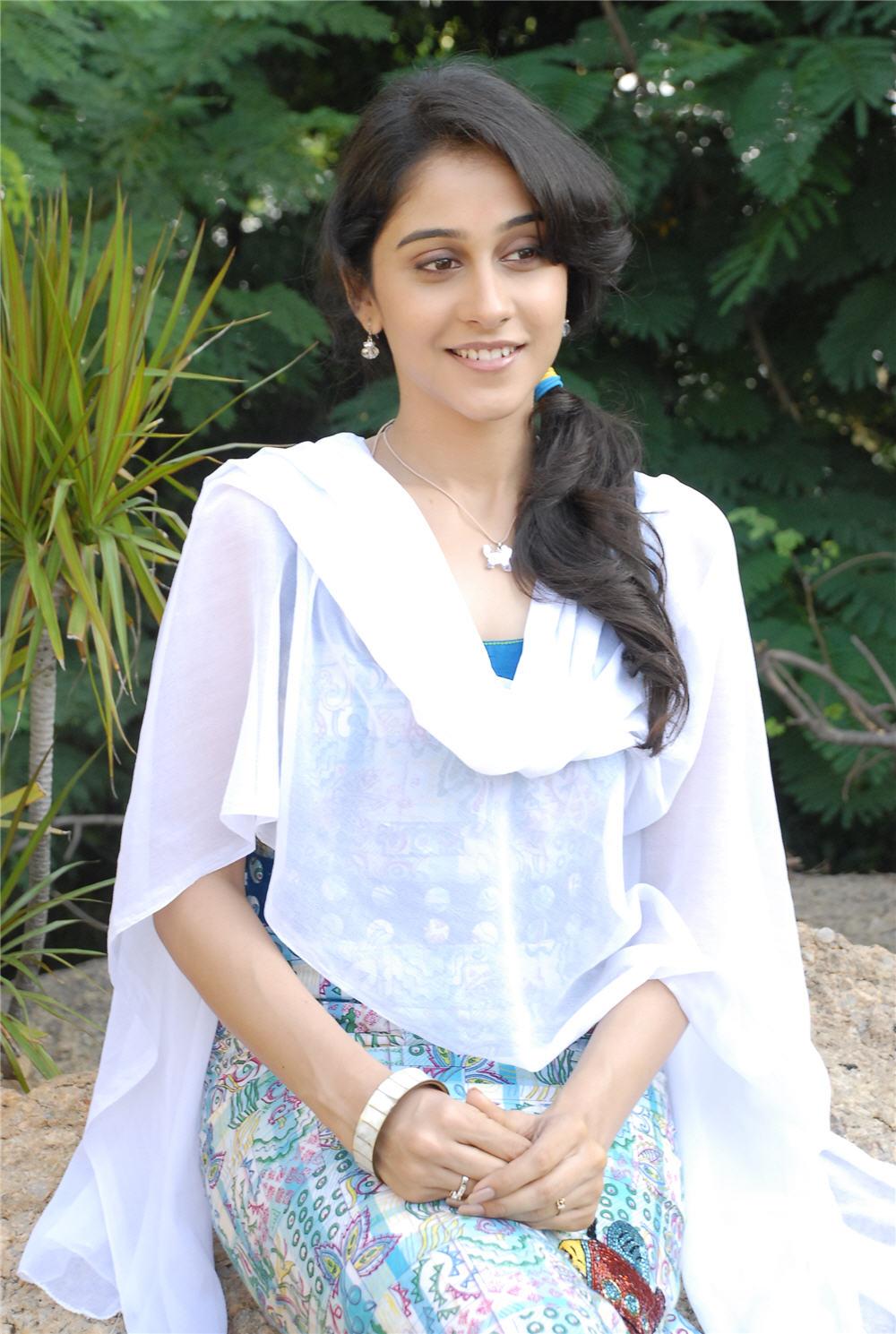 New Cute Wallpaper Telugu Actress Rejina Cute Photos Stills South Actress