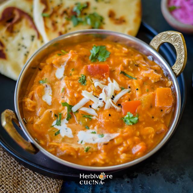 Handi full of shredded paneer curry, Akbari Paneer