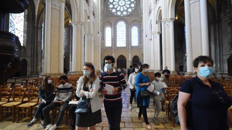 Pese a la prohibición del Gobierno, la Iglesia católica peruana decidió seguir celebrando misas