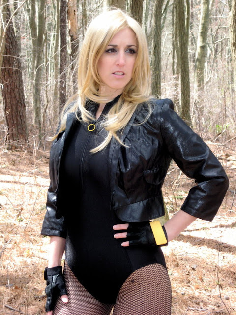 blonde girl cosplay black canary