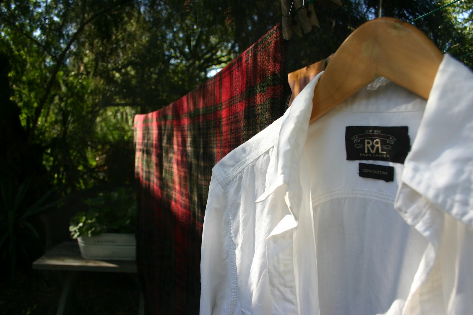 A simple tip for getting a white shirt white the for Dingy white t shirts
