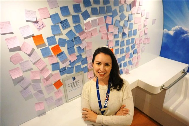 Moms Leave 100 Encouraging Notes in an Airport Nursing Pod