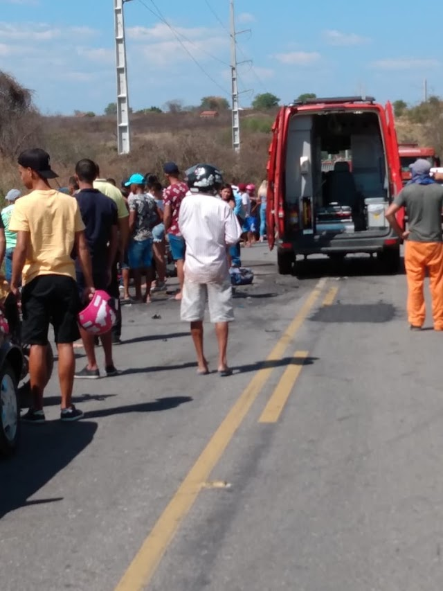 Mais um acidente é registrado neste domingo em Afogados da Ingazeira; desta vez envolvendo 3 veículos. Um homem morreu!