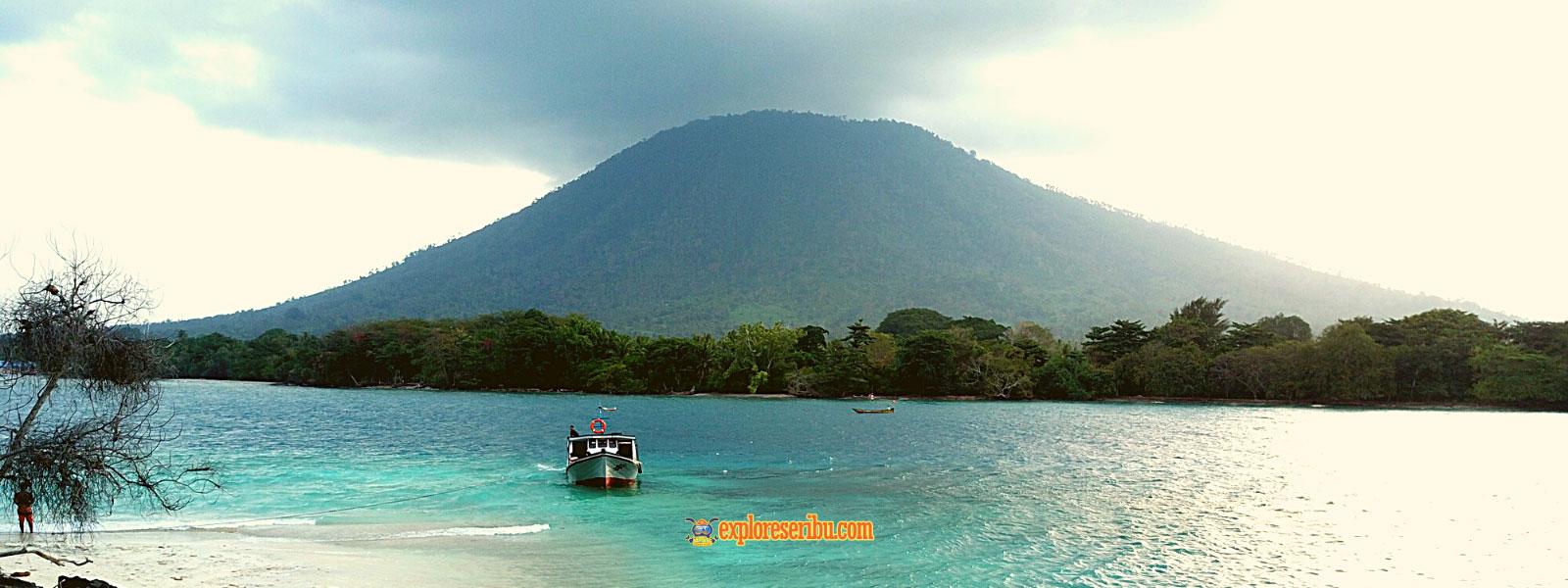 gunung krakatau dari pulau sebesi lampung