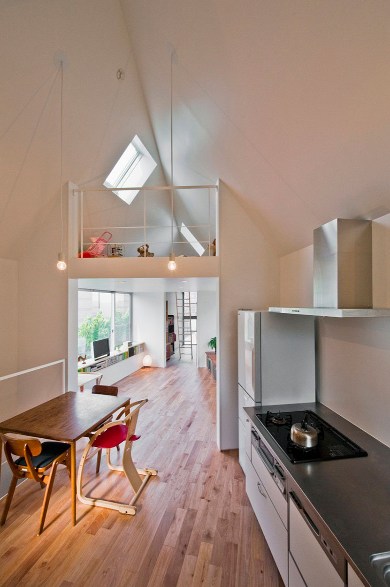 Built in 2011 this small house in tokyo by mizuishi architects atelier still fascinates as its built on a triangular site at the edge of a dead end road
