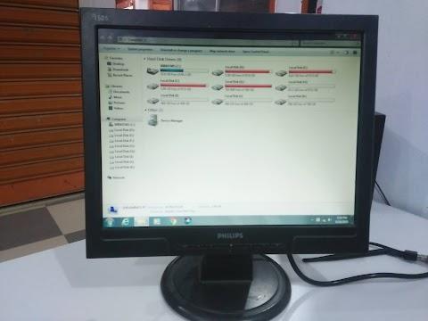 """15"""" Philips Monitor Full Fresh"""