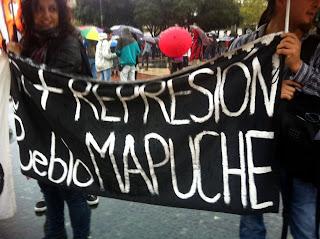 Medio centenar de personas se manifestaron en Barcelona en solidaridad con el pueblo Mapuche