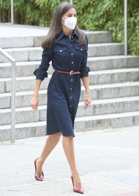 Queen Letizia wore a navy Caddli stretch denim dress by Hugo Boss, and leather pumps by Hugo Boss