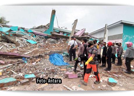 Rumah sakit runtuh gempa