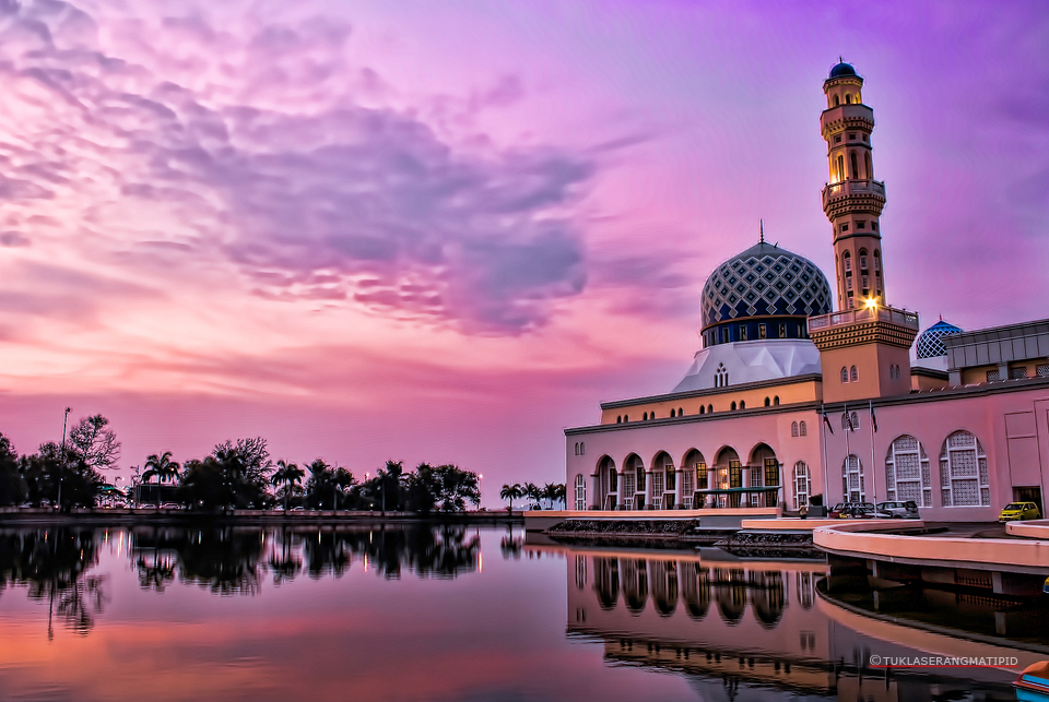 backpacking travel adventure to the Floating Mosque of Likas