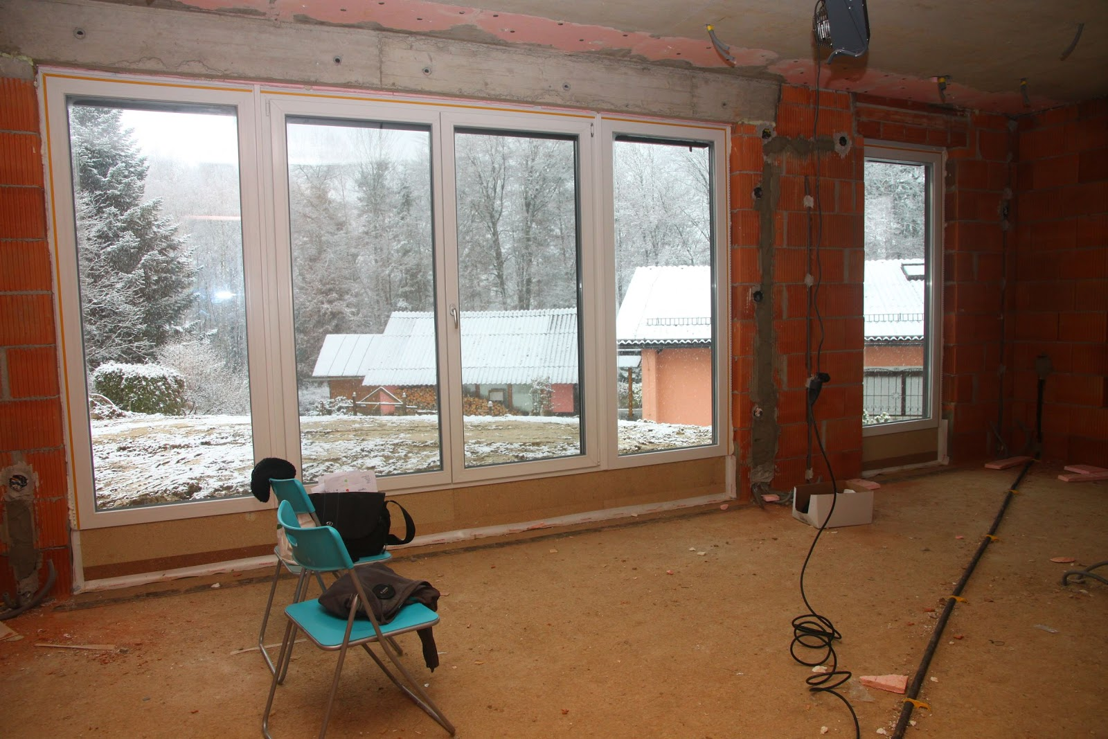 beckebaut: Bautag 20: Alle Fenster und provisorische Haustür eingebaut